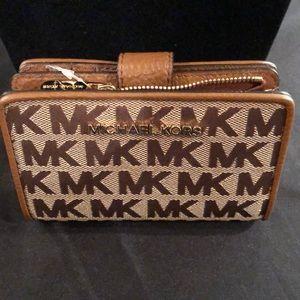 Michael Kors Jet Set Travel Billfold Coin Wallet